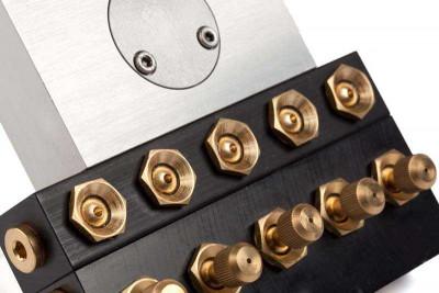 Sprühwerkzeug mit 2x7 einstellbaren Düsen